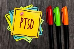 Texttecken som visar Ptsd Pennor för markör för fördjupning tre för skräck för trauma för mentalsjukdom för oordning för spänning fotografering för bildbyråer
