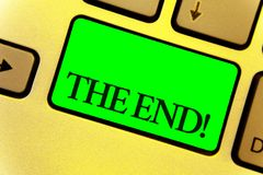 Texttecken som visar slutet Motivational appell Begreppsmässig fotoavslutning av tid för något avsluta av livslutet upp tangentbo royaltyfri bild