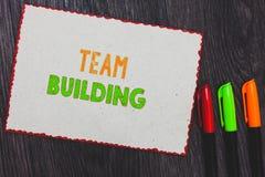Texttecken som visar Team Building Begreppsmässiga fototyper av van vid aktiviteter förhöjer sänkan för gränser för vitbok för so royaltyfri fotografi