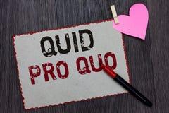 Textteckenvisning quid pro quo Begreppsmässig favör eller fördel för foto som A tillbaka beviljas eller förväntas av något den vi royaltyfri bild