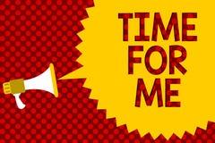 Textteckenvisning Tid för mig Det begreppsmässiga fotoet ska jag ta ett ögonblick för att vara med mig mediterar kopplar av lycka Fotografering för Bildbyråer