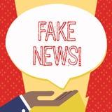 Textteckenvisningen fejkar nyheterna Gömma i handflatan falska berättelser för det begreppsmässiga fotoet, som verkar att fördela stock illustrationer