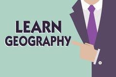 Textteckenvisningen lär geografi Begreppsmässig fotostudie av fysiska särdrag av jord och dess atmosfär royaltyfri fotografi