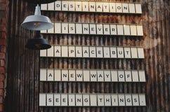 Textträtecken på väggen Royaltyfri Foto