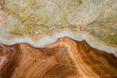 Textur av band på granit Arkivbilder
