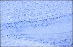Textur av blått marmorerar tegelplattan som är användbar som bakgrund eller textur Arkivfoto