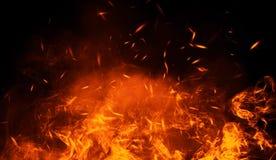 Textur av brännskadabrand med partikelglöd Flammor på isolerad svart bakgrund Textur för banret, reklamblad, kort vektor illustrationer