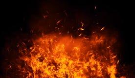 Textur av brännskadabrand med partikelglöd Flammor på isolerad svart bakgrund Textur för banret, reklamblad, kort royaltyfri illustrationer