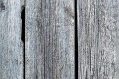 Textur av de gamla red ut brädena Arkivfoto