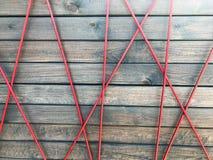Textur av dekorativa gamla bruna horisontalträbräden med fnuren och fibrer och en modell av spindelrengöringsduken av diagonala m Fotografering för Bildbyråer