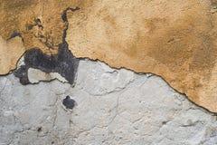 Textur av den förfallna väggen av huset Royaltyfri Fotografi