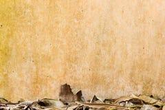 Textur av den gamla red ut murbrukväggen Royaltyfri Bild