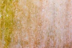Textur av den gamla red ut murbrukväggen Arkivbilder