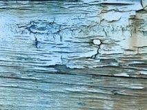 Textur av den gamla, gamla, ruttna, spruckna, förfallna, förfallna, målade svällde målarfärgen av en skalning texturerade trädet  royaltyfri fotografi