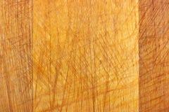 Textur av den gamla träskärbrädan med skrapor naturligt trä för bakgrund Royaltyfri Fotografi