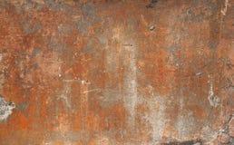 Textur av den gamla väggen som täckas med den bruna stuckaturen Arkivfoton
