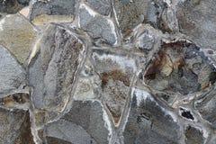 Textur av den gammala rockväggen för bakgrund Arkivfoto