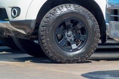 Textur av den nya bilen för hjulaffärsföretaguppsamling Arkivbild