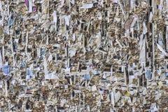 Textur av den papper strimlade väggen Royaltyfri Fotografi