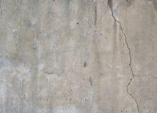 Textur av den spruckna grungebetongväggen Arkivfoton