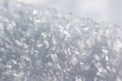 Textur av den vita insnöade vintern Snö-kristall arkivbilder