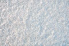 Textur av den vita klara snön för juloklarheter för bakgrund ser blå lägre för kullar för lutning för flakes för färger sammansät royaltyfria bilder