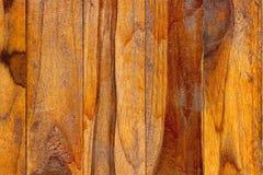 Textur av det gamla bruna teakträfönstret Royaltyfria Foton