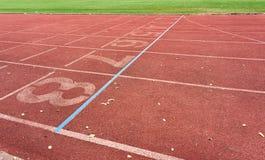 Textur av det rinnande spåret i idrotts- stadion Royaltyfria Bilder