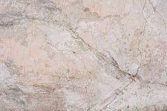 Textur av en betongvägg med sprickor och skrapor som kan användas som en bakgrund royaltyfria foton