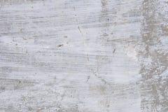Textur av en betongvägg med sprickor och skrapor som kan användas som en bakgrund arkivbild