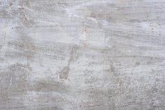 Textur av en betongvägg med sprickor och skrapor som kan användas som en bakgrund royaltyfri foto