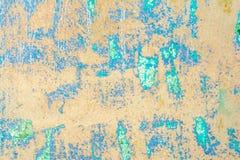 Textur av en gammal vägg av en forntida byggnad med ett förstört murbruklager Arkivfoton