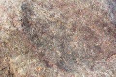 Textur av en ojämn yttersida av en sten, en vagga i naturliga naturliga villkor, en närbild Fotografering för Bildbyråer