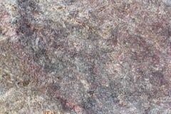 Textur av en ojämn yttersida av en sten, en vagga i naturliga naturliga villkor, en närbild Arkivfoto