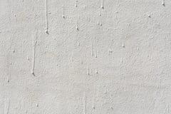 Textur av en präglad antik betongvägg med sprickor och ett skyddande lager för förstörd murbruk Royaltyfri Foto
