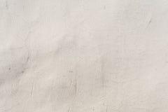 Textur av en präglad antik betongvägg med sprickor och ett skyddande lager för förstörd murbruk Royaltyfri Fotografi