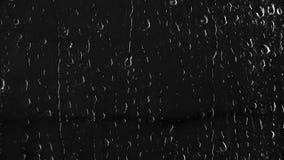 Textur av flytandedroppar på svart exponeringsglas lager videofilmer