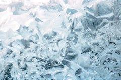 Textur av frostiga modeller på exponeringsglas arkivfoton