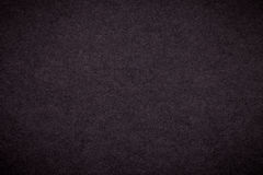 Textur av gammal mörk bakgrund för brunt papper, closeup Struktur av tät svart papp Royaltyfri Foto