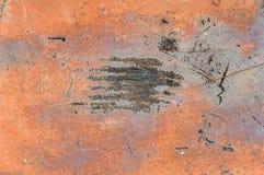 textur av gammal röd rostig sjaskig bakgrund med skrapor Arkivfoto