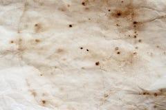 Textur av gammalt papper med smutsfläckar, fläckar, skrynkla, grungetappningbakgrund royaltyfria bilder