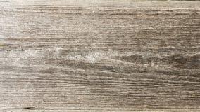 Textur av gammalt torrt ridit ut sprucket trä, sprickor längs fibrerna av journaler, abstrakt bakgrund för närbild Arkivfoto