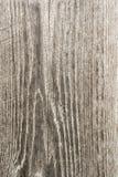 Textur av gammalt torrt ridit ut sprucket trä, sprickor längs fibrerna av journaler, abstrakt bakgrund för närbild Arkivbild