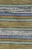Textur av handgjord matta som gjordes på hand-vävstolen, modell av pastellfärgade vertikala linjer för guling, för gräsplan, för  Arkivbild