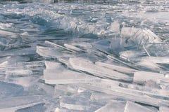 Textur av isyttersida, sprucket sväva för is Arkivfoton