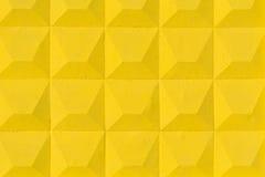 Textur av lättnadsyttersidan av ett gult konkret staket Royaltyfria Bilder