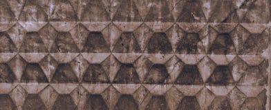 Textur av ljust - det bruna gamla konkreta staketet med hasar och knäcker Tapet f?r design royaltyfria bilder