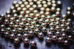 Textur av metallbollar eller metalliska lagerbollar Selektiv foc Arkivfoton