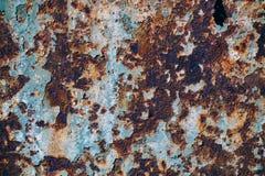 Textur av rostigt järn, sprucken målarfärg på en gammal metallisk yttersida, arkivfoton