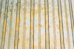 Textur av skalet vaggar, marmorerar Med lättnadsremsor på byggnaden Arkivbild